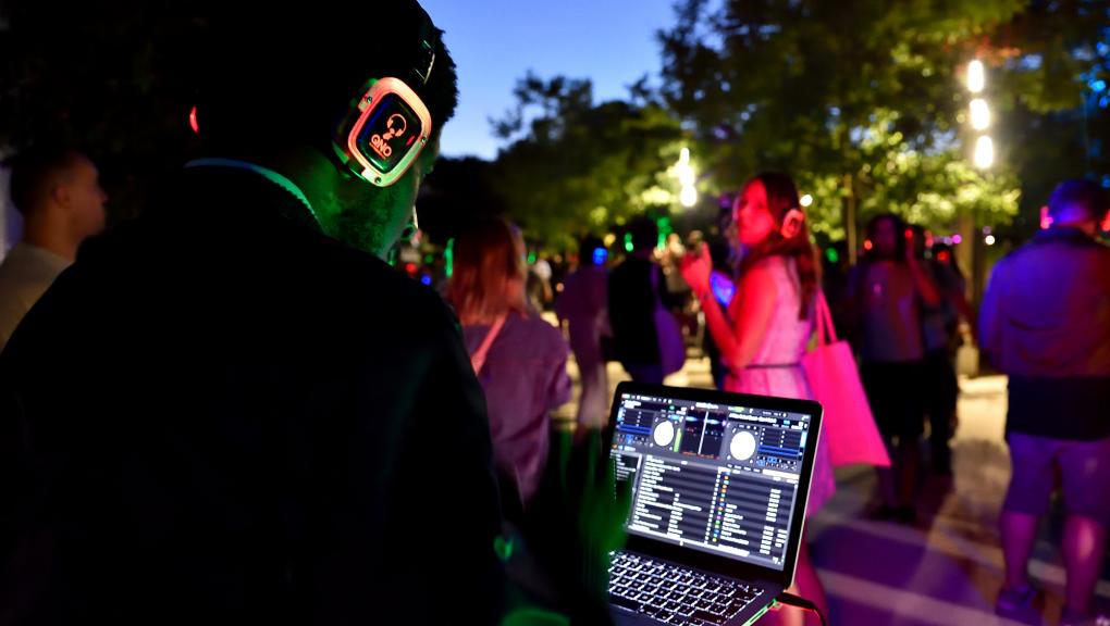 Ambiance avec 3 DJs londoniens sélectionnés par Time Out © MNHN – F-G. Grandin