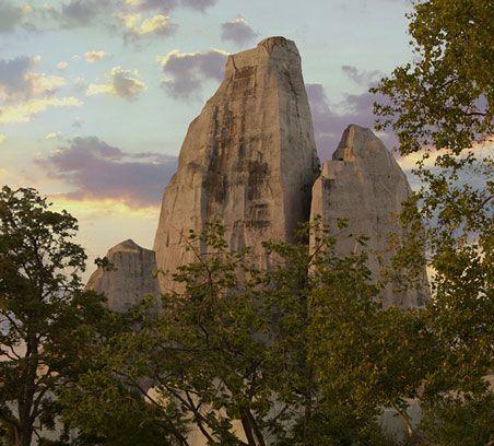 Le grand rocher du Parc Zoologique de Paris au coucher du soleil © Théo Stefanini